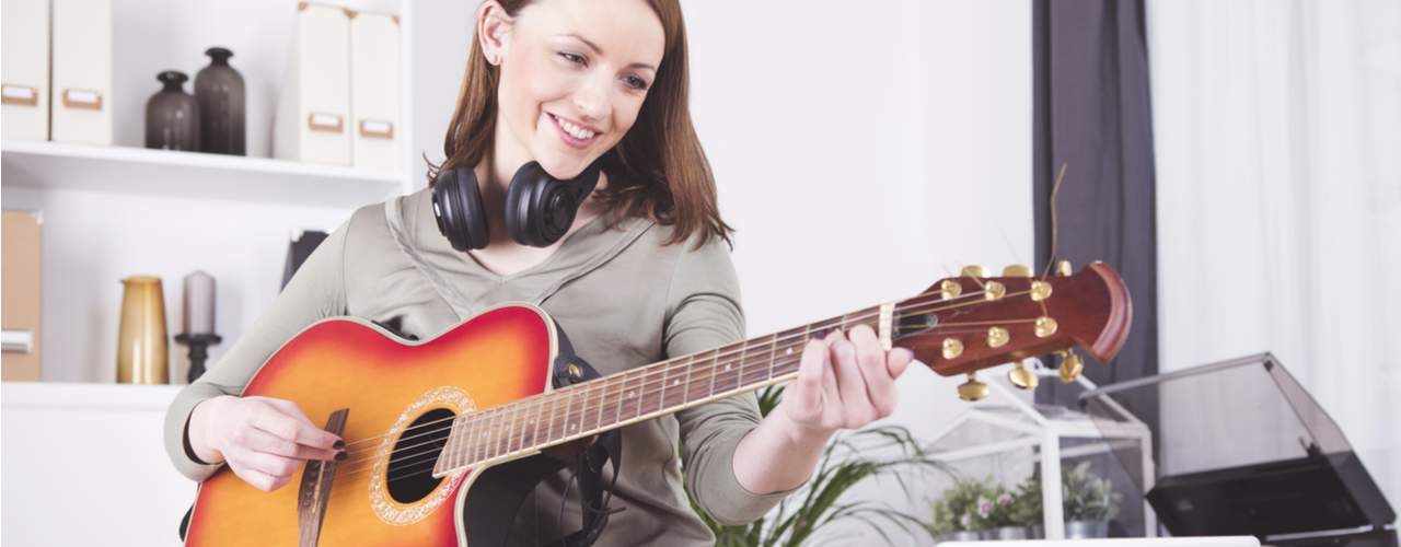 How to Hold a Guitar – Proper Posture & Positioning