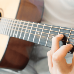 17 Easy Fingerpicking Songs for Beginners to Guitar